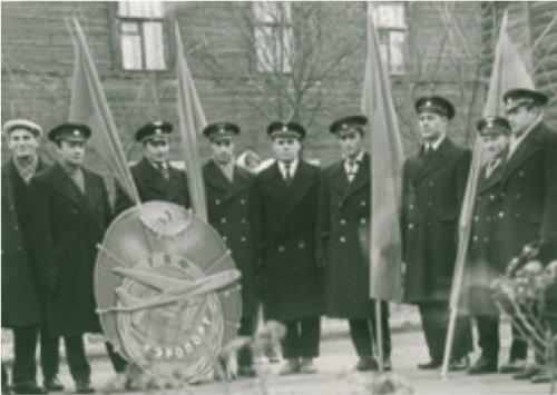 Сбор авиаработников на демонстрацию. 1962 год.